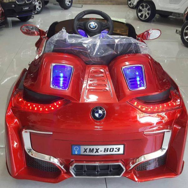 ماشین شارژی BMW 803 قرمز پشت ماشین
